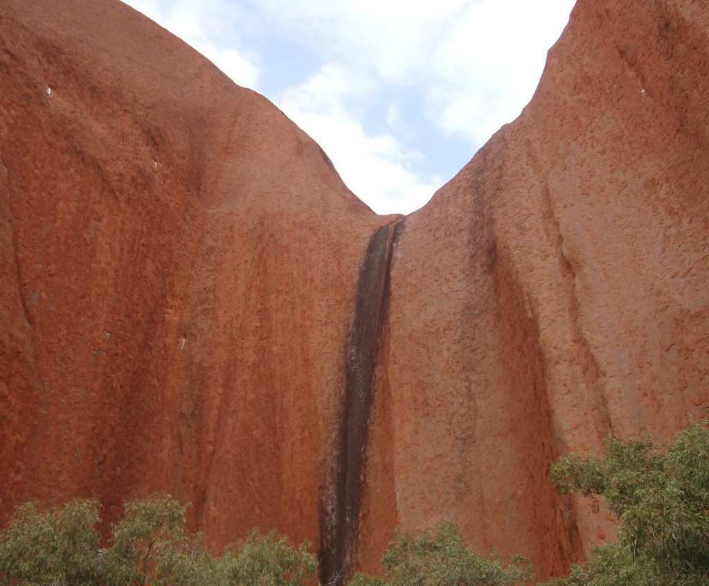 Large black line down the side of Uluru, feature on rock