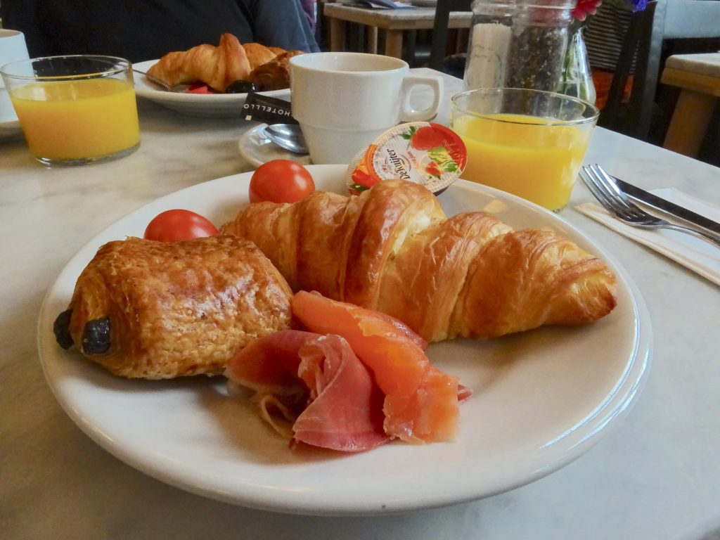 Breakfast At Lloyds
