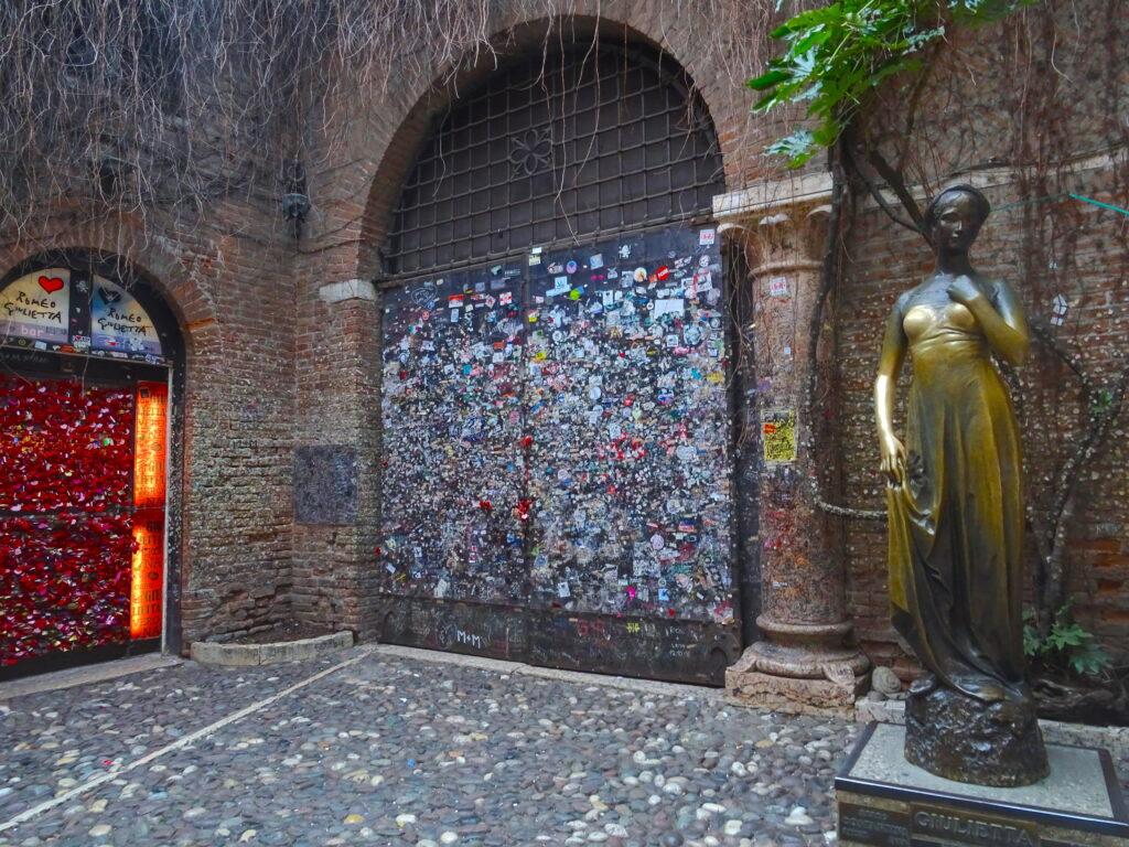 Statue Of Juliet With Bubblegum Wall Behind