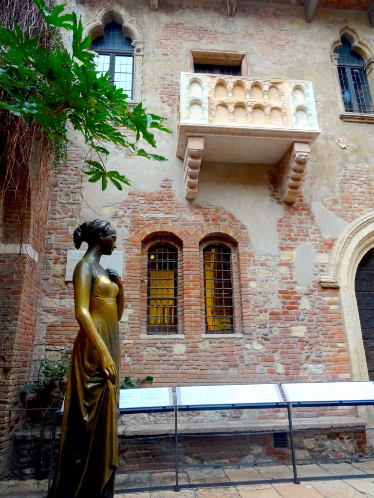 Juliet's Balcony With Statue In Front